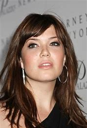 round face Mandy Moore